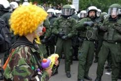 clown-with-gun-courtesy-funtimeshad.com_